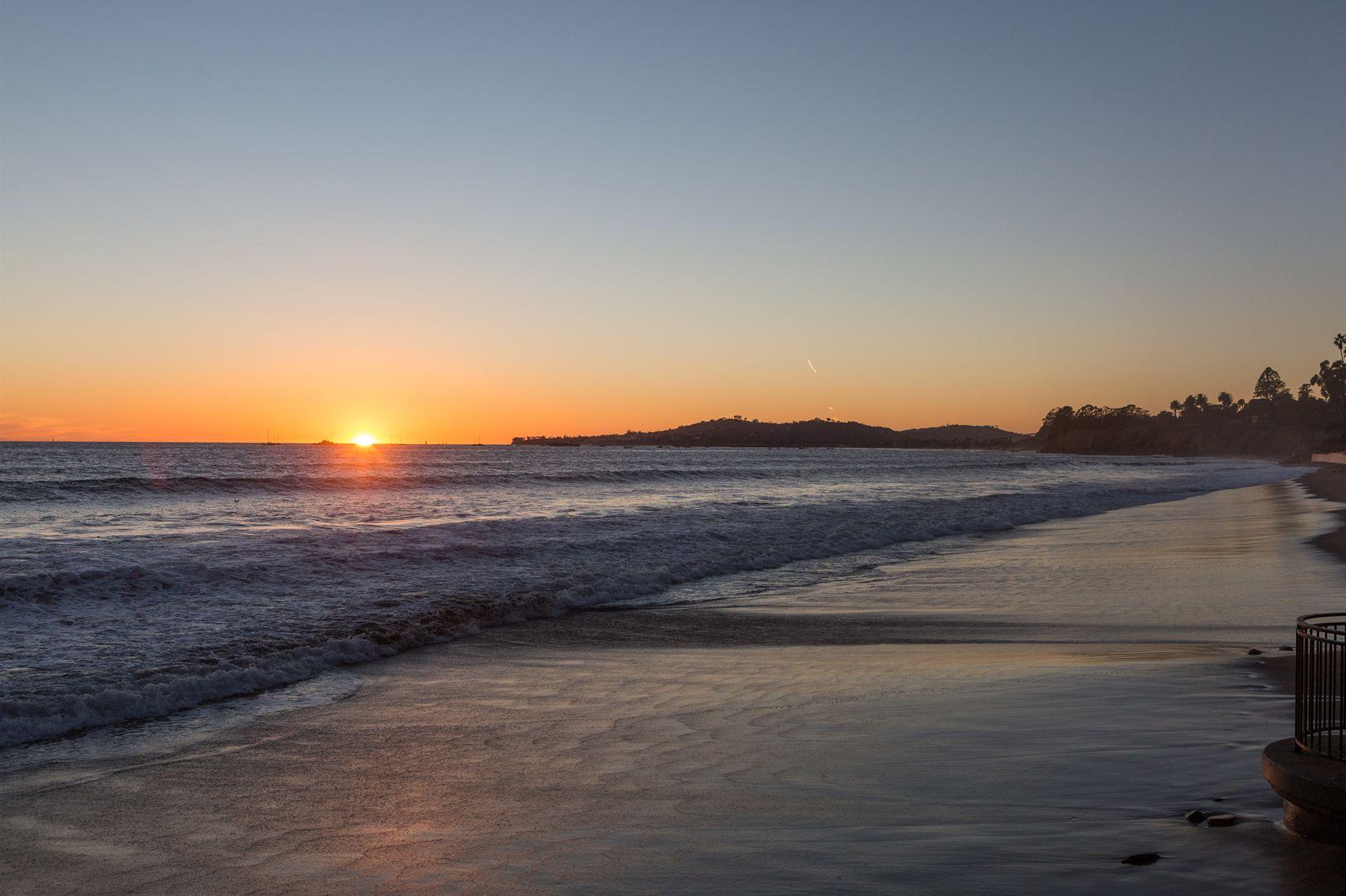 Hotels Along The Beach In Santa Barbara