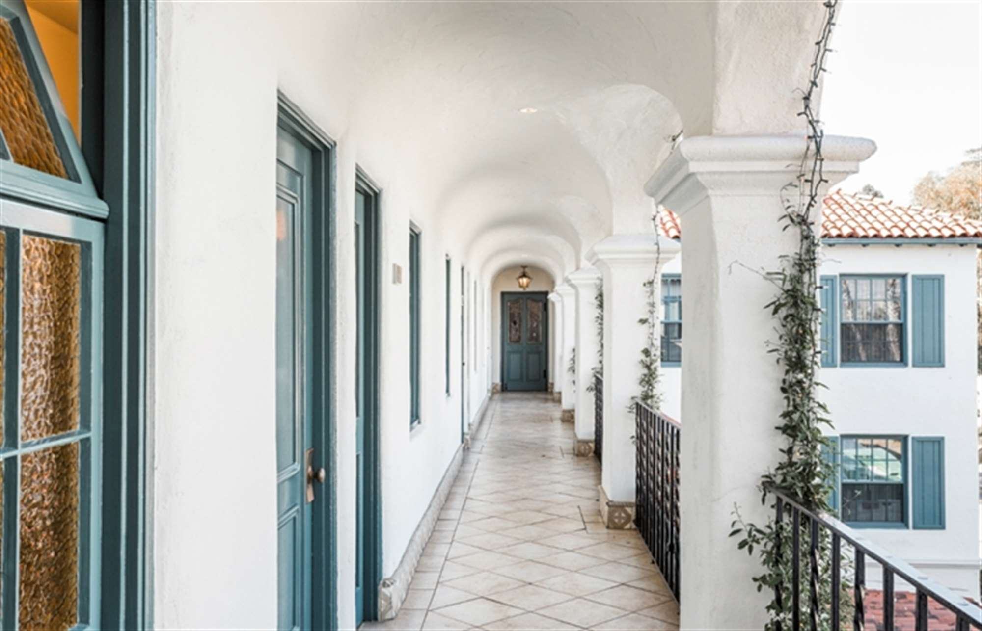 santa barbara luxury hotel Building Breezeway