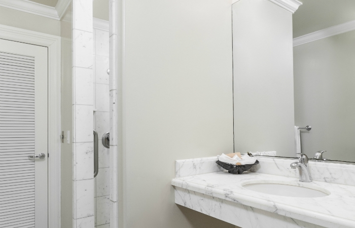 Luxury King Studio Bathroom